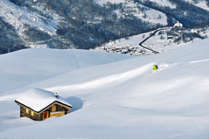 (powder skiing above the village) © P.Royer:Office de Tourisme des Menuires